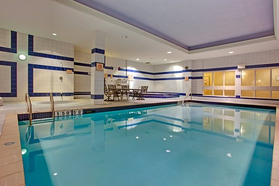 Holiday Inn Express & Suites Milton: Indoor Swimming Pool