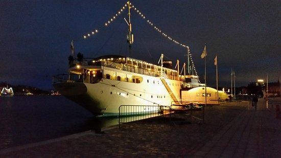 Malardrottningen Yacht Hotel and Restaurant: 20161015_181431_large.jpg