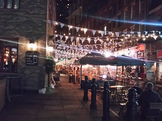 Outside Dining On A Fine Night In Nyc The Dubliner Stone St Near