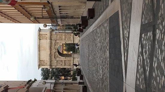 Arco di Traiano : Arco