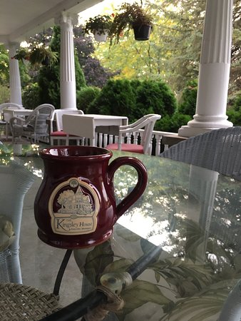 Fennville, Мичиган: Coffee on the front porch.