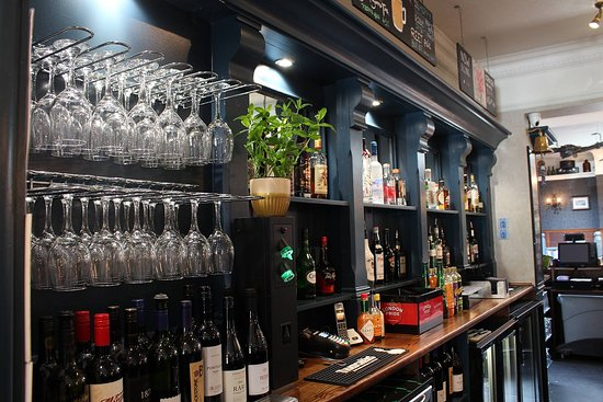 Broadstone, UK: The bar
