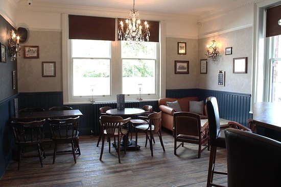 Broadstone, UK: More seating in the pub