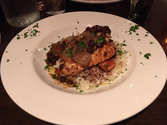 Oswego, Nowy Jork: The delicious chicken dish I ordered.