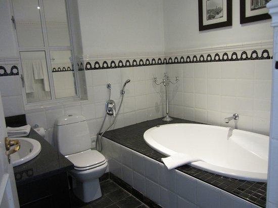 Bad 1 mit großer Badewanne, Bad 2 hatte Dusche - Picture of Romney ... | {Bad dusche 47}