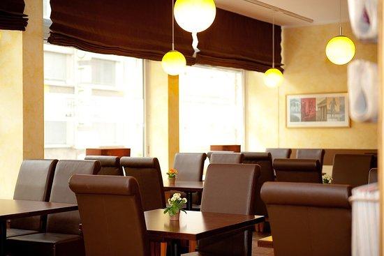 Breakfast room in the Hotel Royal Munich