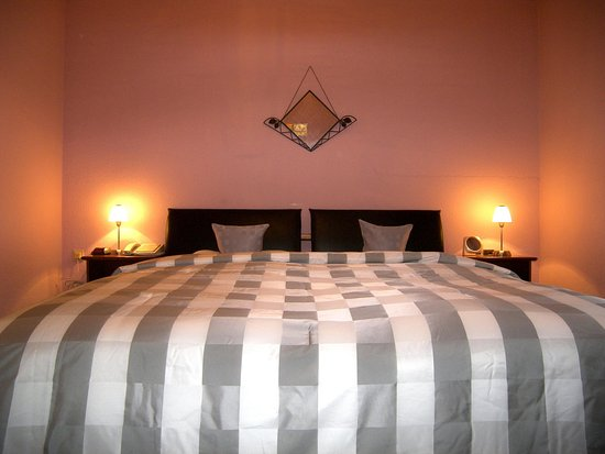 Raunheim, Germany: comfort height, feather duvet