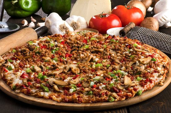 """East Lansing, ميتشجان: The """"Original"""" Royal Feast - Pepperoni, sausage, onions, mushrooms, and green peppers."""
