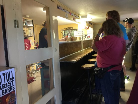 Cape Neddick, Мэн: The queue continued outside