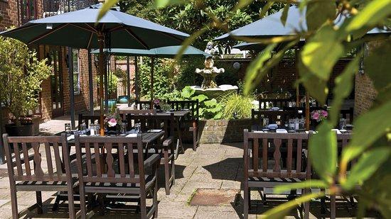 Hotel garden - Cotswold Lodge Hotel