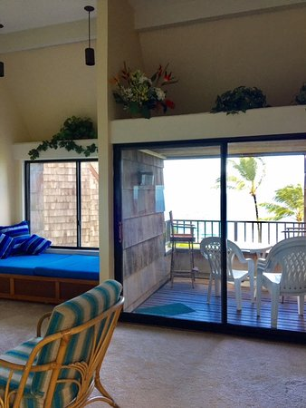 Sealodge at Princeville: Hard to see but the ocean is right out both windows