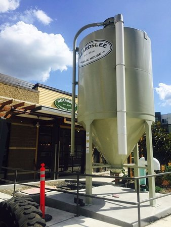 Bothell, WA: Beardslee brewery Bohtell, WA