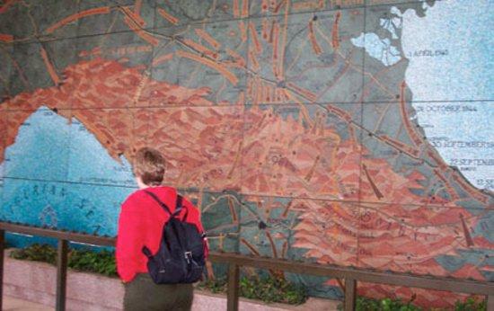 Tavarnuzze, إيطاليا: Seeing big mural