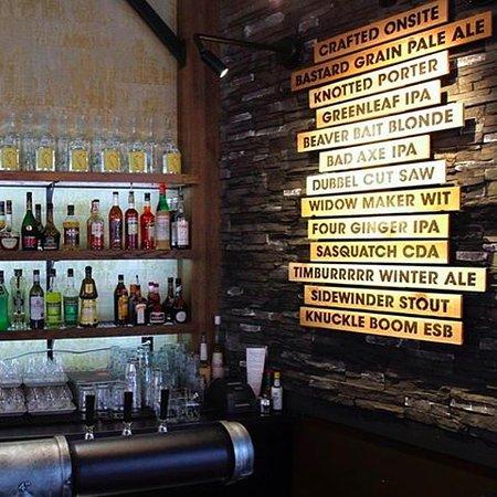 Bothell, WA: Many beers on the menu at Beardslee