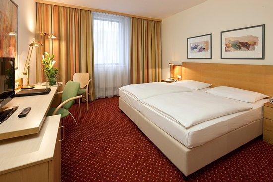 Wals, Austria: Guest Room