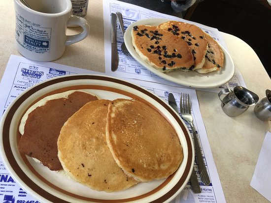 Bennington, VT: Pancakes with and without blueberries