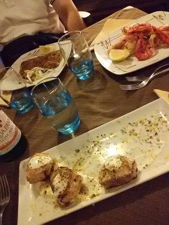 Santa Marina Salina, Itália: Frittura di pesce, involtino di spada e bistecche alla palermitana