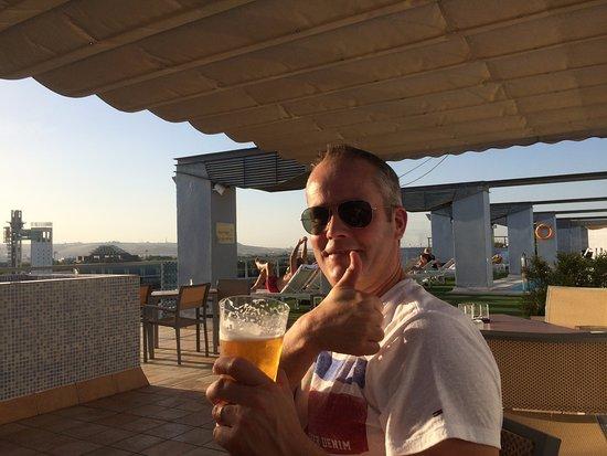 NH Sevilla Plaza de Armas: Fraai dakterras met mooi uitzicht en zwembad en bar