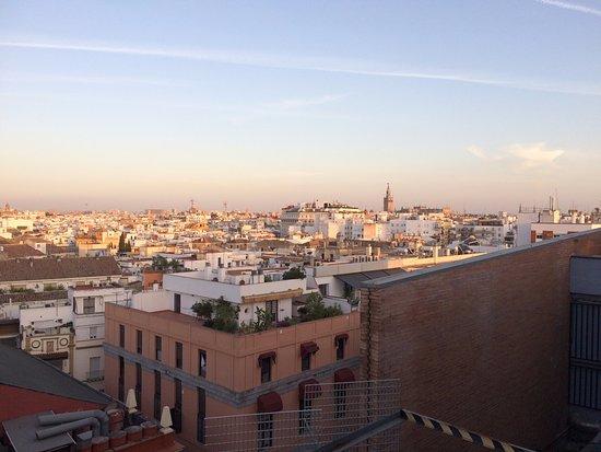 NH Sevilla Plaza de Armas: Uitzicht vanaf dakterras