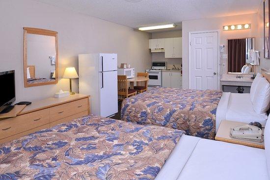 Fernie, Kanada: Two Queen Beds Kitchenette