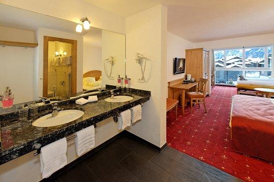 Graechen, Schweiz: Triple Room