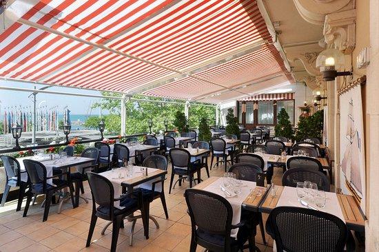 Hotel Aulac: Terrasse du Restaurant Le Pirate