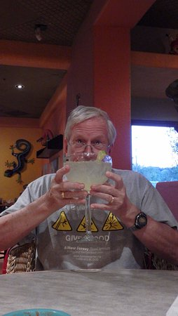 Collinsville, IL: Two hands for the 'large' margarita