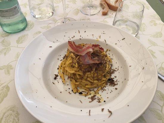 Bastia Umbra, Italia: Spaghetti artigianali alla carbonara con tartufo e pancetta