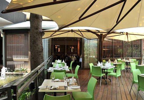 Braamfontein, Sudáfrica: Outdoor Dining Area