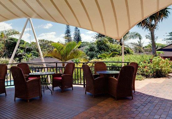 Illovo Beach, แอฟริกาใต้: Oakwoods Restaurant Outdoor Dining Area