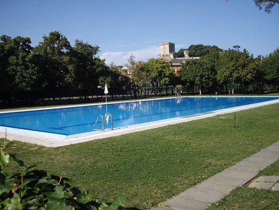 Parco delle Piscine: Basen z widokiem na Sarteano