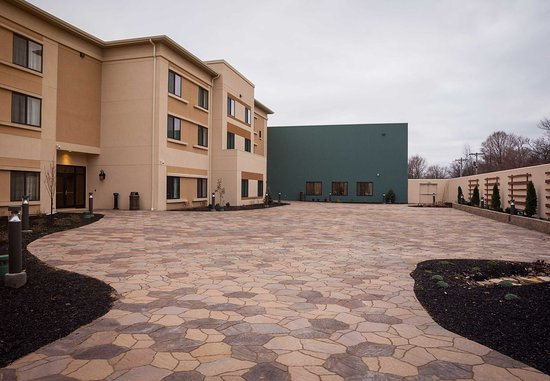 Lafayette, IN: Outdoor Meeting Space