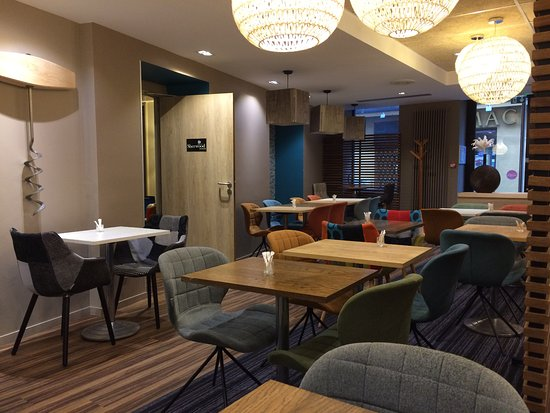 Шомон, Франция: Restaurant et salle du petit déjeuner