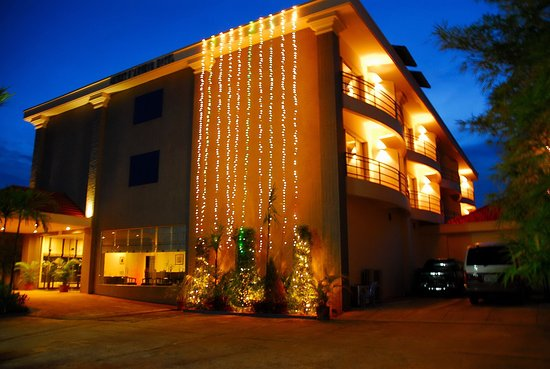 Orient D'Angkor Hotel: Exterior View at night
