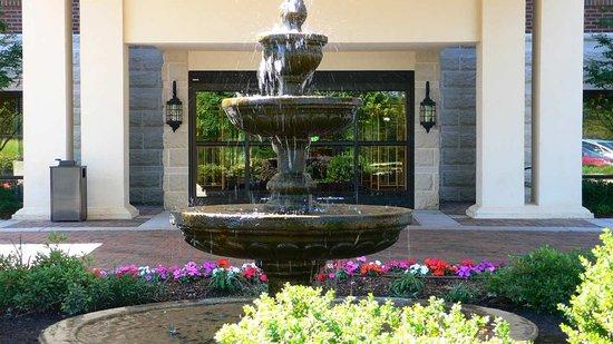 Davidson, Carolina del Norte: Fountain Entrance