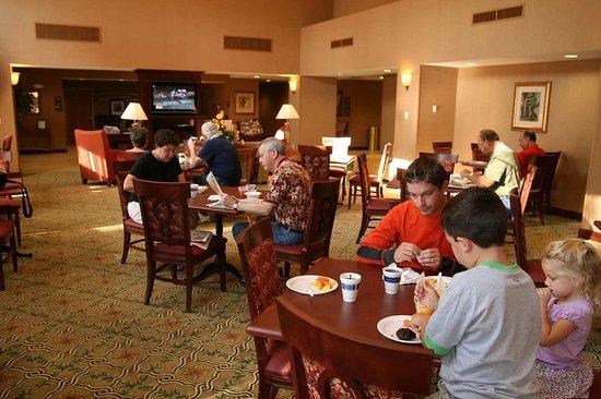 Lenox, MA: Breakfast Dining Area