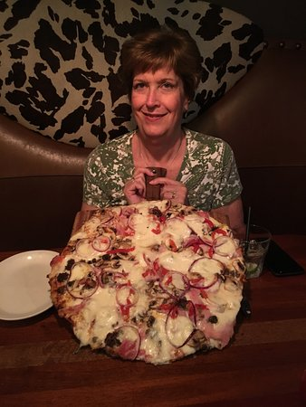 Grants Pass, Oregón: Auntie with Pizza