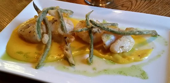 Dorset, VT: Seared Scallops w/ butternut squash purée, tempura green beans, grapefruit ginger gastrique.