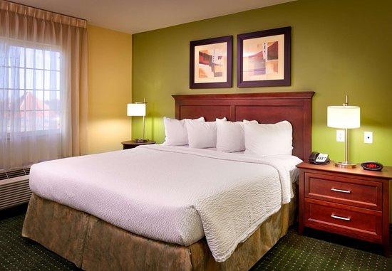Meridian, ID: Two-Bedroom Suite - Bedroom