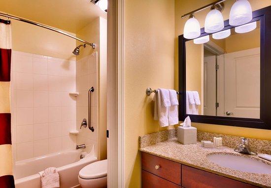 Meridian, ID: Two Bedroom Suite - Bathroom