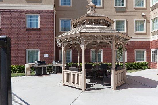 Staybridge Suites Sacramento Natomas: Courtyard