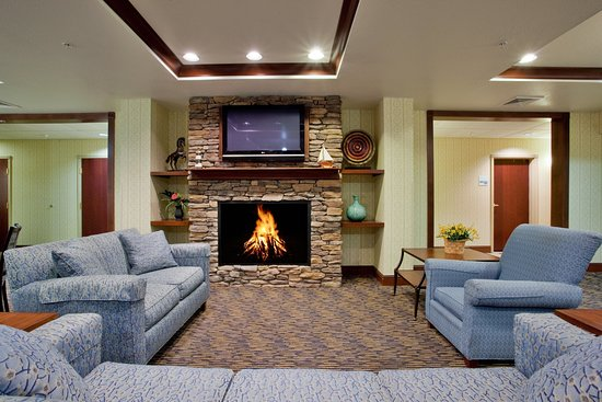 Holiday Inn Express Hotel & Suites Exmore: Relax, Watch TV in our great room and keep warm with a cozy fire.