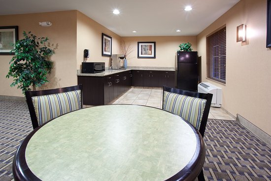 Loveland, Κολοράντο: Guest Dining Lounge and Gathering Room