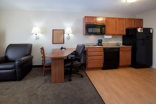 Loveland, CO: Fully Equipped Kitchens in all Suites.