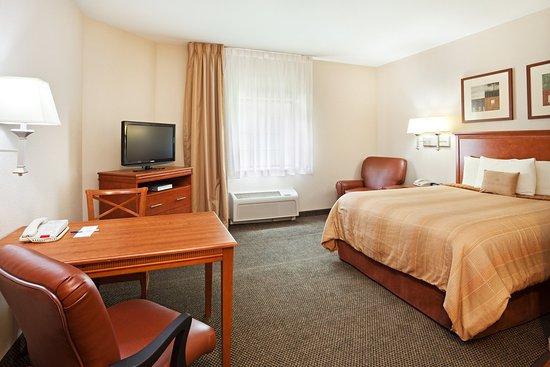 Alcoa, TN: Studio Suite with a queen bed