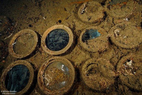 Santo Island Dive and Fishing: gauges engine room