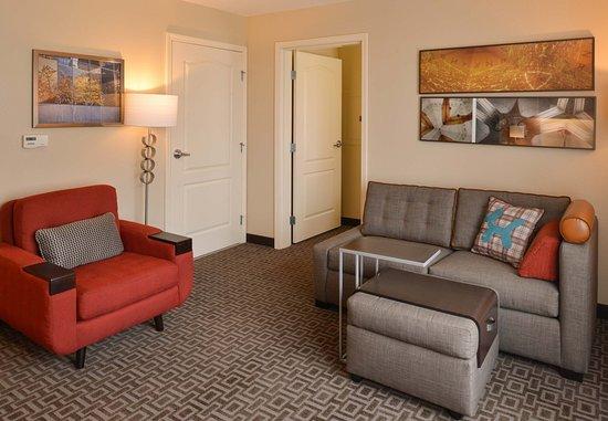 Roseville, CA: One Bedroom Suite Living Area