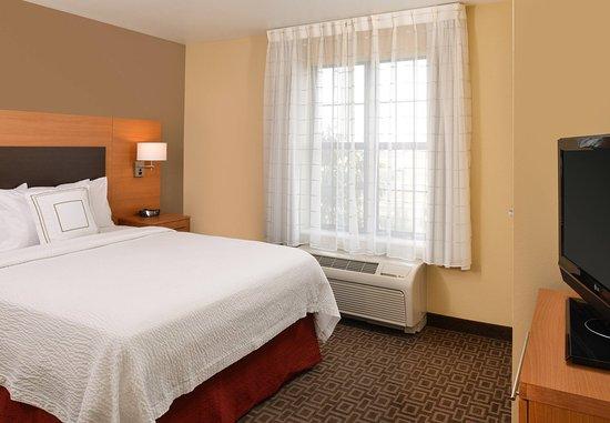 Roseville, CA: Two-Bedroom Suite - Sleeping Area