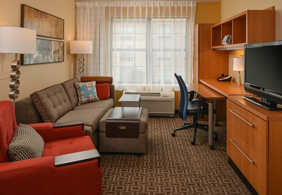 Roseville, CA: Two Bedroom Suite Living Area