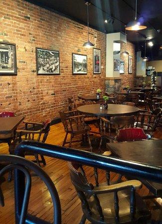 บิงแฮมตัน, นิวยอร์ก: Casual & Comfortable Rustic Style Interior